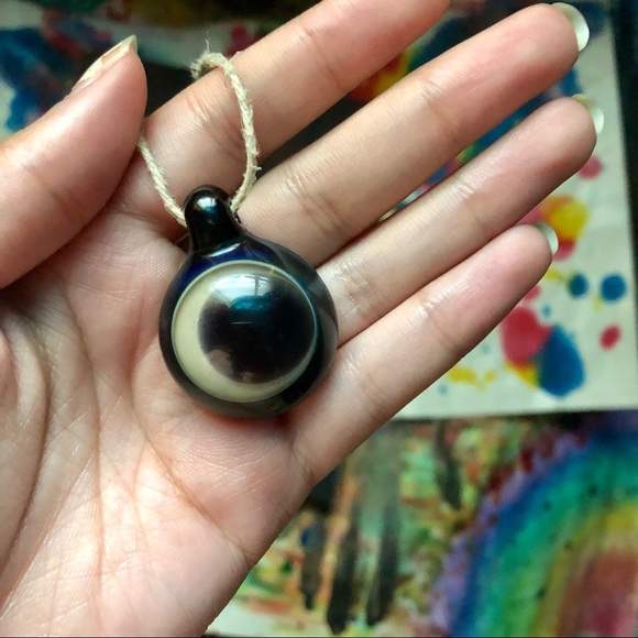 Jewelry - Lovely glass pendant